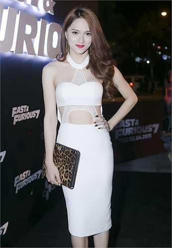 Nữ ca sỹ chuyển giới Hương Giang Idol được chú ý mỗi lần xuất hiện với váy áo sexy.