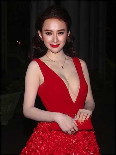 Angela Phương Trinh mỗi lần xuất hiện đều gây 'bão' vì phong cách thời trang gợi cảm.