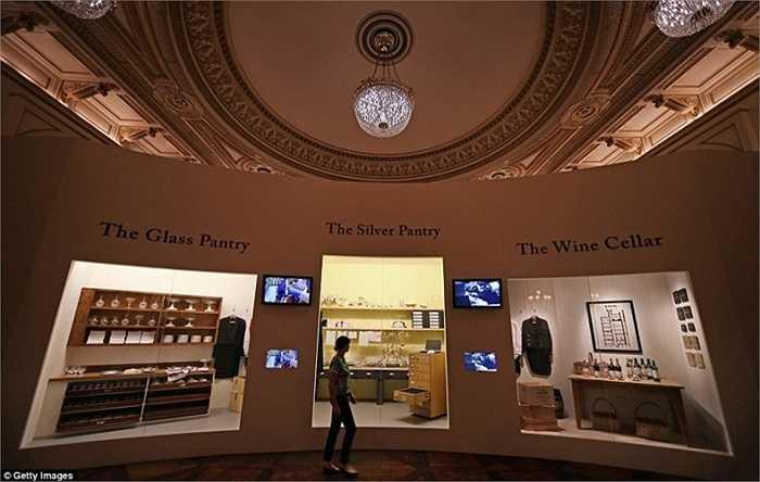 Du khách còn có thể tham quan các gian hàng trưng bày rượu, các đồ dùng độc đáo khác được nhà bếp sử dụng.