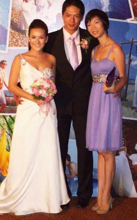 Bình Minh quyết định kết hôn với người vợ lớn hơn mình 5 tuổi vào năm 2008