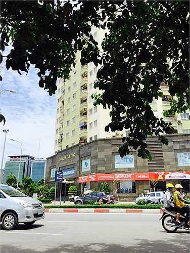Theo đơn phản ảnh của cư dân chung cư Sunrise (D11 Trần Thái Tông - Cầu Giấy - Hà Nội), hiện ban quản trị toà nhà này đang tiến hành xây dựng và cho thuê lại một số phần diện tích thuộc sở hữu chung mà không hỏi ý kiến người dân.