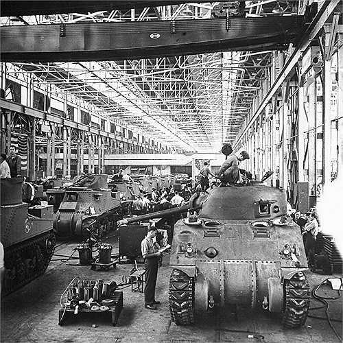 Một dây chuyền lắp ráp xe tăng