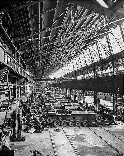 Nhà máy Mitsubichi chuyên chế tạo các xe tăng hạng trung bị bỏ hoang sau khi Thế chiến II kết thúc