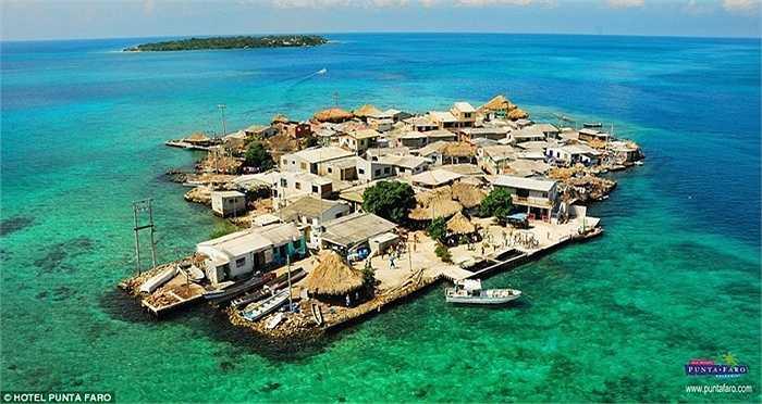 Đảo Santa Cruz del Islote ở Caribbean là nơi có mật độ dân cư vào hàng cao nhất thế giới. Đảo có diện tích  0,012 km2 (12.000m2) nhưng có số dân tới 1.200 người