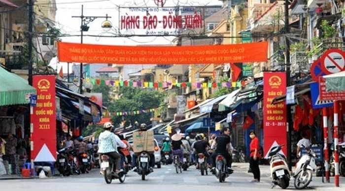 Giá đất năm 2015 ở Hà Nội là cao nhất cả nước: Cụ thể, giá đất cao nhất tại Hà Nội có mức 162 triệu đồng/m2, đó là các phố Hàng Ngang, Hàng Đào, Lý Thái Tổ (quận Hoàn Kiếm), tăng gấp 2 lần so với năm 2014; giá đất ở tại các quận có mức thấp nhất là 3,96 triệu đồng/m2 tại phường Dương Nội (quận Hà Đông).