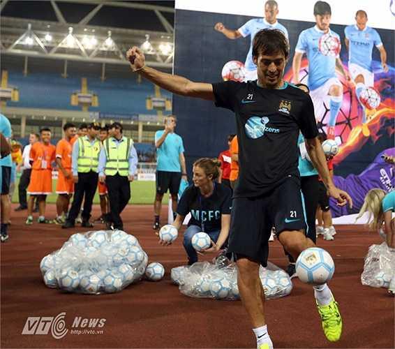 Tiền vệ người Tây Ban Nha trước đó có buổi tập để lại nhiều pha bóng mãn nhãn cho khán giả Việt Nam. (Ảnh: Quang Minh)