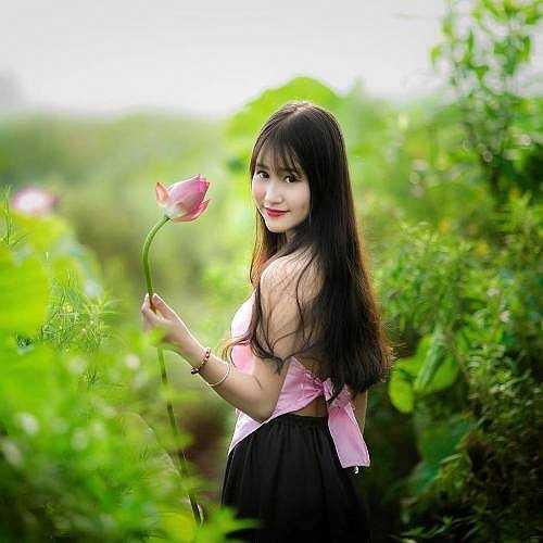 Nữ sinh xinh xắn này là Phạm Kim Cúc, hiện đang học lớp 12 - trường THPT Nguyễn Bỉnh Khiêm - Cầu Giấy - Hà Nội.