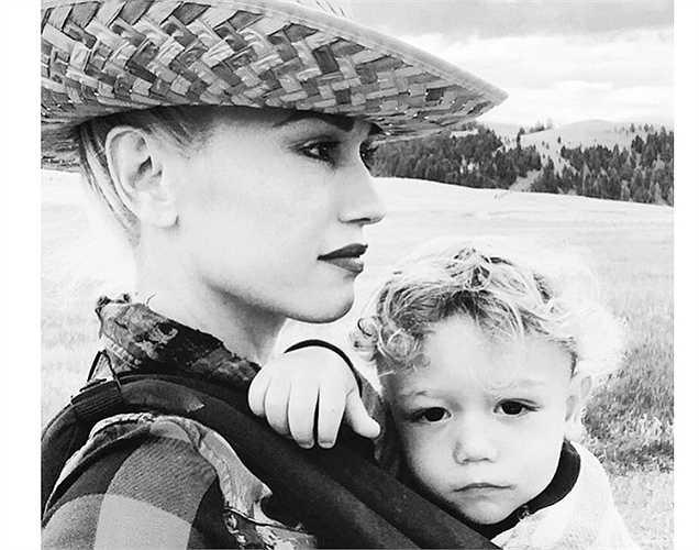 Gwen Stefani đi du lịch cùng con trai.