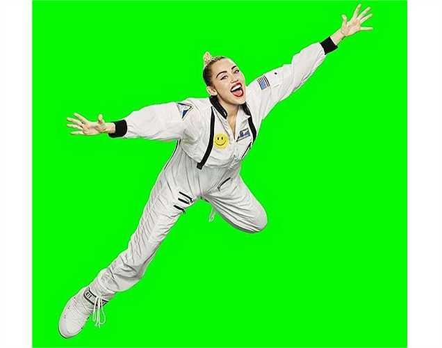 Miley Cyrus 'chế' ảnh vui nhộn từ poster lễ trao giải VMAs của MTV do cô làm host năm nay.