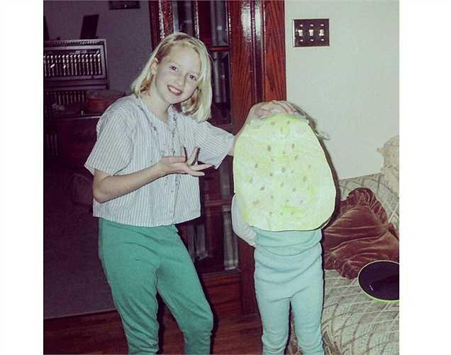 Chị của nữ diễn viên 'Mama mia' thích thú khoe vai diễn đầu đời của em gái - bánh yến mạch với dưa chuột bao tử.