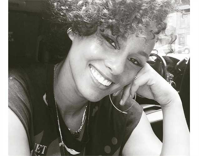 Alicia Keys khoe tóc mới.