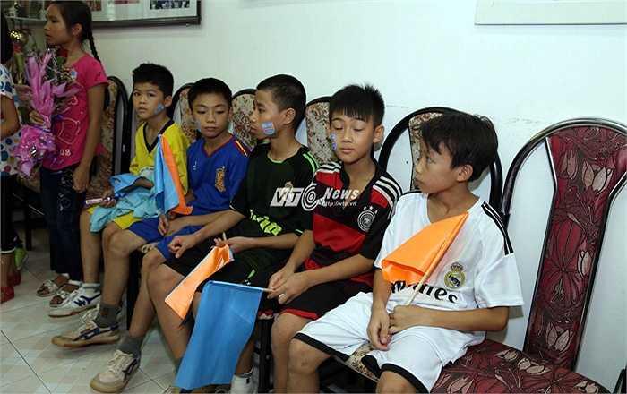 Các cầu thủ nhí làng trẻ em SOS. (Ảnh: Quang Minh)