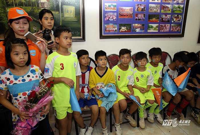 Hơi tiếc khi các cầu thủ làng trẻ em SOS không có dịp chơi bóng cùng cầu thủ Man City. (Ảnh: Quang Minh)