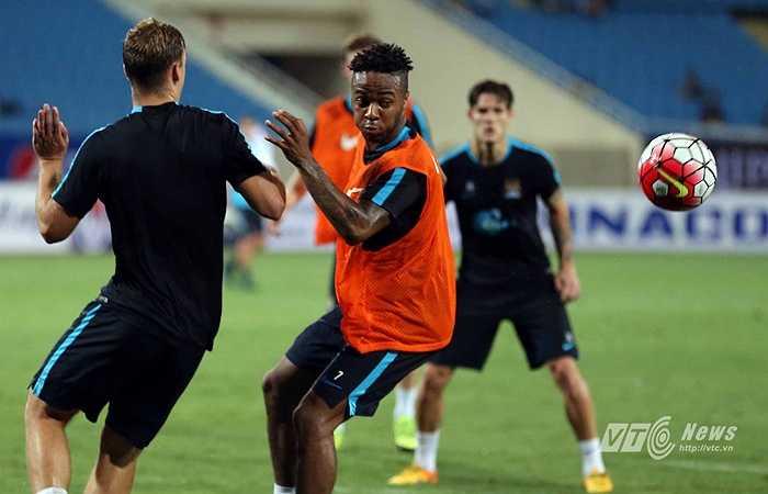 Ngay sau khi ra nhập sân Etihad, cầu thủ có gốc Jamaica đã cùng Man City tham gia tour du đấu mùa hè và đến Việt Nam tối 25/7. (Ảnh: Quang Minh)