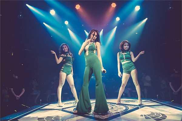 Thuỷ Tiên cũng chia sẻ, sau thành công của bản hit gần đây là 'Sài Gòn bận lắm', cô sẽ tập trung cao độ cho sản phẩm album tiếp theo, đánh dấu sự trở lại và thời điểm cuối năm vô cùng bận rộn của nữ ca sĩ gợi cảm hàng đầu showbiz Việt