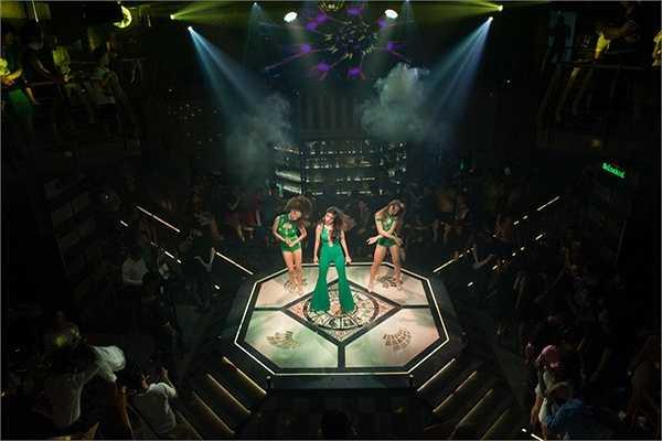 Trong khoảng thời gian gần 1 tiếng, Thuỷ Tiên đã trình diễn những ca khúc hit