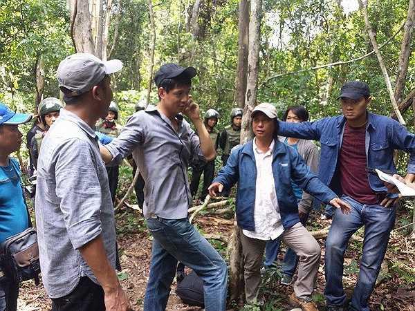 'Thề không gục ngã' là một bộ phim chủ yếu nói về những sinh hoạt của cộng đồng người Hoa hiện đang sinh sống tại TPHCM
