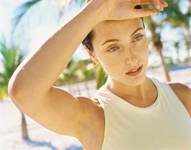 Tăng tiết mồ hôi: Nếu bạn uống vài ly nước ấm sẽ làm tăng nhiệt độ cơ thể làm cho mồ hôi cơ thể tiết ra nhiều. Điều này sẽ giúp làn da ẩm và khỏe hơn.