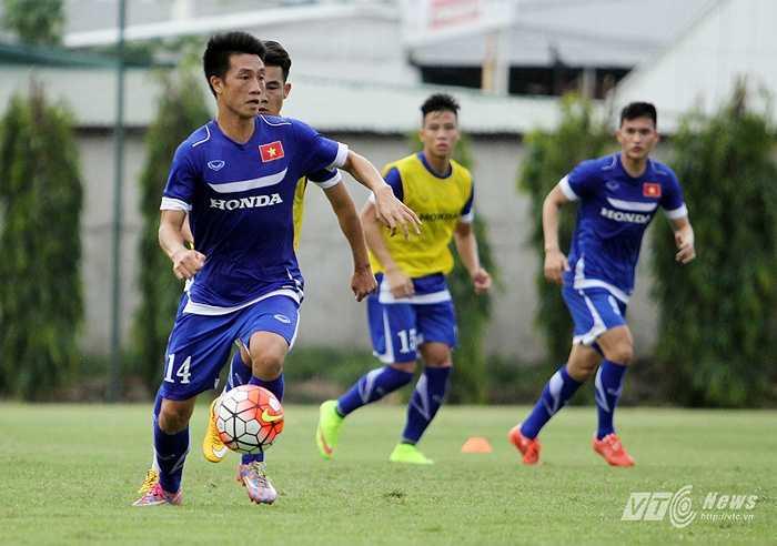 Hàng tiền vệ của ĐT Việt Nam nơi Huy Hùng thi đấu sẽ phải đối mặt với hàng tiền vệ giàu thể lực, nhanh nhẹn và đầy kỹ thuật của Man City. (Ảnh: Hà Thành)