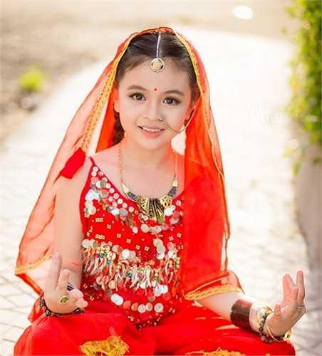 Tường Vy cho biết, cô bé rất yêu thích nhân vật Anandi trong phim. Bên cạnh đó, do Vy có khá nhiều nét trên gương mặt tương đồng với người Ấn Độ nên gia đình bé quyết định thực hiện bộ ảnh này để làm kỷ niệm.