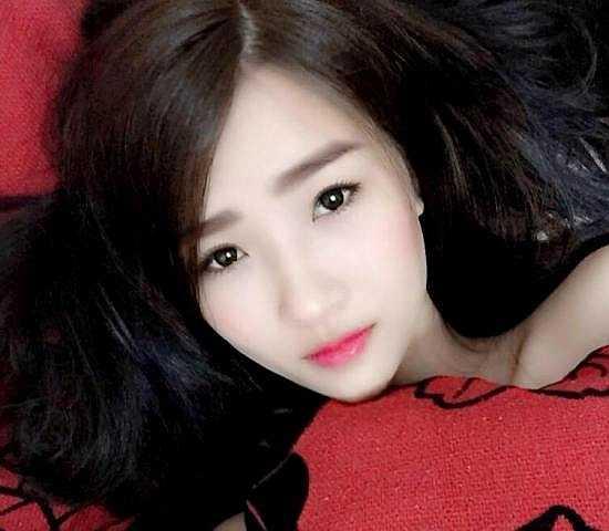 'Hot girl bánh tráng trộn' Dương Linh Ly từng khiến dân mạng tìm kiếm sau hàng loạt bức ảnh đăng tải trên diễn đàn, facebook.