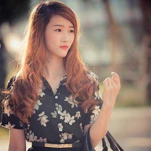 Dương Linh Ly được cư dân mạng ưu ái gọi là 'Hot girl bánh tráng trộn Hà Nội'.