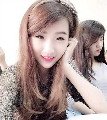 Sau khi hình ảnh cô lan truyền trên mạng, quán bánh tráng trộn đông khách đến mua hơn mọi ngày, có nhiều người tò mò đến chủ yếu để gặp mặt Linh Ly.