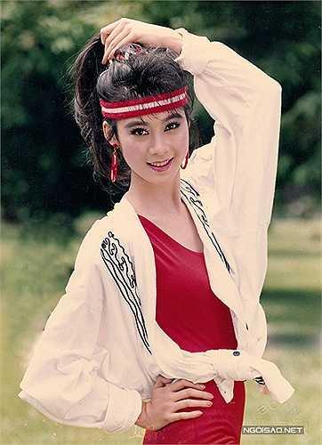 Thập niên 90, một buổi chụp ảnh của nghệ sĩ, dù là ngôi sao như Diễm Hương cũng không có ê kíp hùng hậu như bây giờ. Mỗi lần chụp ảnh, Diễm Hương phải tự chuẩn bị trang phục, đến nơi lại tự mình trang điểm, làm tóc... cả vài tiếng đồng hồ.