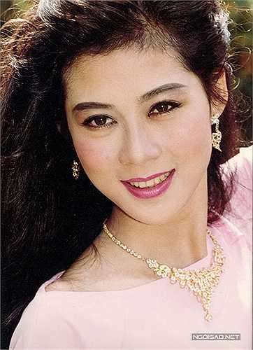 Mới đây, nhiếp ảnh Đoàn Minh Tuấn quyết định tặng độc giả chùm ảnh diễn viên điện ảnh Diễm Hương chụp trong giai đoạn 1990-1995. Anh cũng chia sẻ một số câu chuyện bên lề về người đẹp rất được lòng công chúng này.