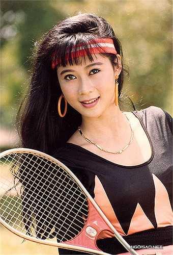 Diễn viên Diễm Hương sinh năm 1970, được xưng tụng là 'Đệ nhất mỹ nhân' của điện ảnh Việt Nam những năm 90 với vẻ đẹp dịu dàng, hiền hậu. Thời đó chị 'nổi như cồn', là cái tên bảo chứng cho các phòng vé.