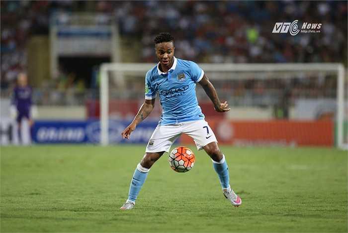 Man City sang Việt Nam để quảng bá thương hiệu. Và theo hợp đồng, họ đưa ra sân đội hình mạnh nhất với Raheem Sterling trong đội hình xuất phát. (Ảnh: Phạm Thành)