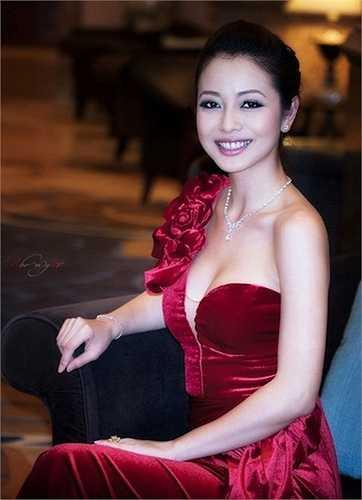 Jennifer Phạm là một trong những mỹ nhân Việt được chú ý đặc biệt sau khi lập gia đình.