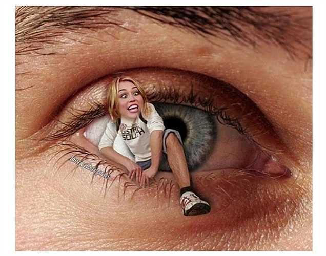 Miley Cyrus đăng tải bức hình kỳ quái và viết: 'Thực sự tẻ nhạt'.