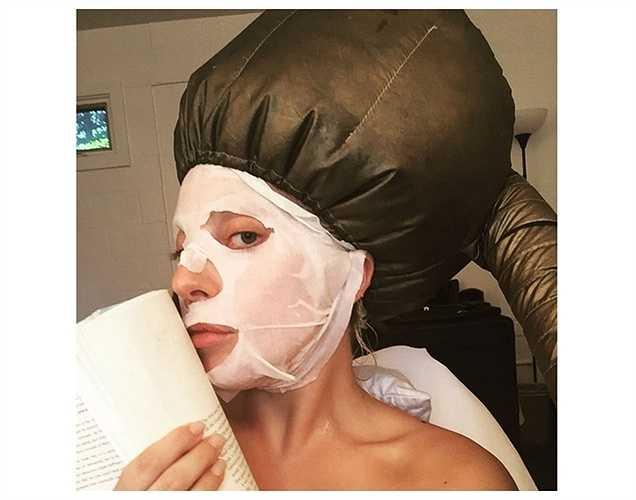 Lady Gaga đi làm đẹp thư giãn sau lịch trình dày đặc.