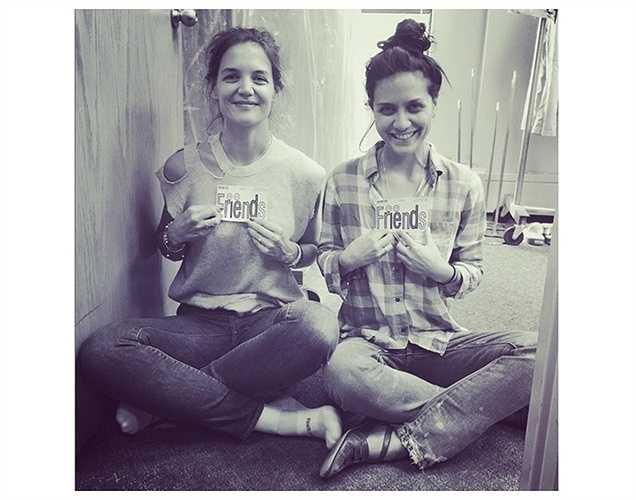 Katie Holmes đăng ảnh chụp cùng bạn thân.