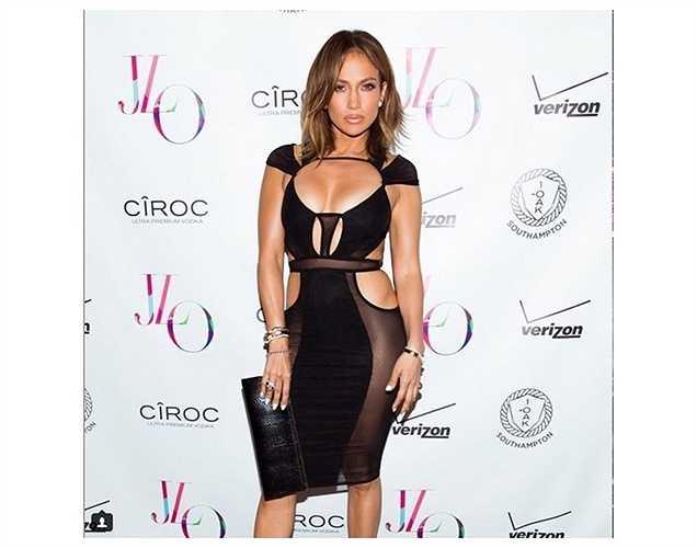 Jennifer Lopez khoe thân hình đáng ngưỡng mộ tuổi 46 với bộ đầm cut-out gợi cảm.