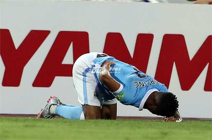 Ban lãnh đạo Man City dĩ nhiên không muốn cầu thủ đắt giá nhất lịch sử CLB chấn thương ở những trận đấu giao hữu vô thưởng vô phạt. (Ảnh: Phạm Thành)
