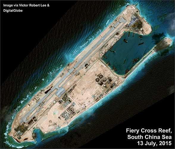 Những bức ảnh vệ tinh chụp của Digital Globe ngày 13/7 tại bãi đá Chữ Thập, thuộc quần đảo Trường Sa của Việt Nam