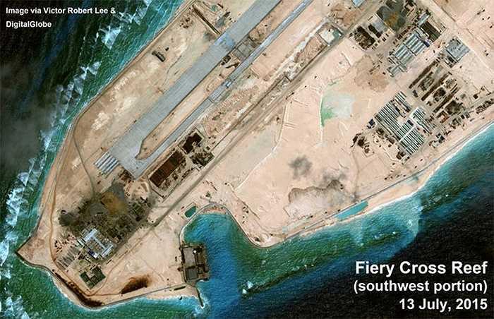 Nhiều công trình có khả năng được sử dụng cho cả mục đích quân sự và dân sự được xây dựng trên Chữ Thập