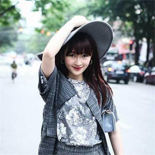 Cô cũng có gu thời trang ấn tượng, lôi cuốn  (Nguồn: Dân Việt)
