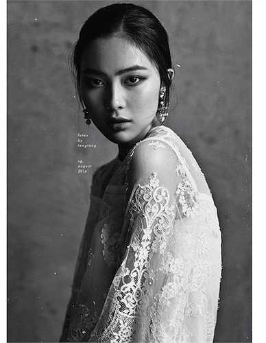 Helly Tống không chỉ đẹp trên các bức ảnh, nhan sắc đời thực của cô cũng vô cùng liêu trai