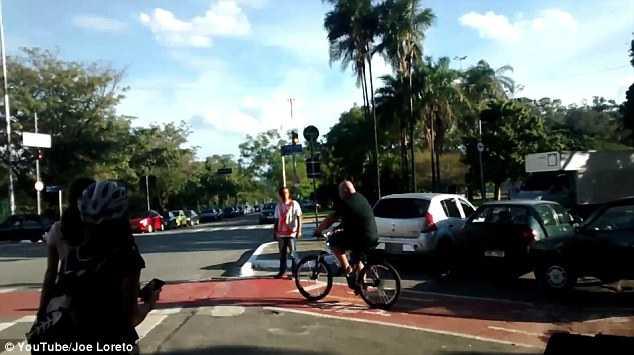 Người đàn ông đạp xe đạp khỏe nhất hành tinh