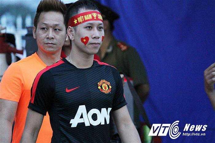 Khá đông fan Man Utd đã tới sân Mỹ Đình hôm 27/7 thị uy sức mạnh trước 'kẻ hàng xóm đáng ghét' Man City (Ảnh: Hoàng Tùng)