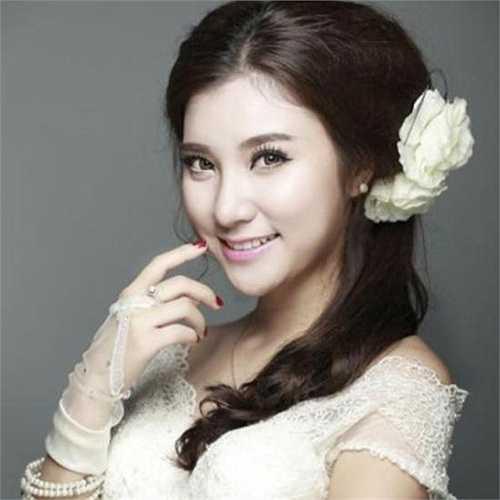 Hot girl Hà thành Nguyễn Mỹ Hạnh (1990) thường được biết đến với nickname Hạnh Sino.