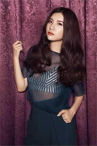 Cô còn giành giải 'Nữ diễn viên chính xuất sắc nhất' cho thể loại phim truyện nhựa 'Vũ điêu đam mê' tại Bông sen vàng - Liên hoan phim lần thứ 17 năm 2011.