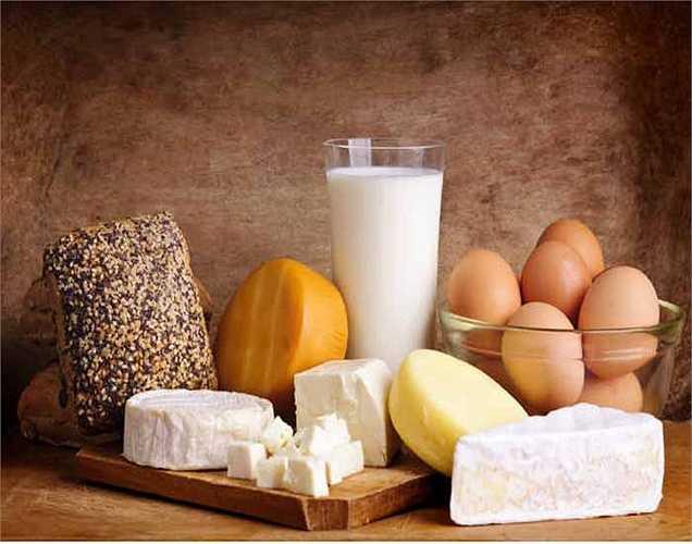 Tiêu thụ đủ lượng canxi: Canxi là khoáng chất cần thiết nhất để giữ cho xương khỏe mạnh. Tốt nhất nên tiêu thụ canxi qua chế độ ăn.