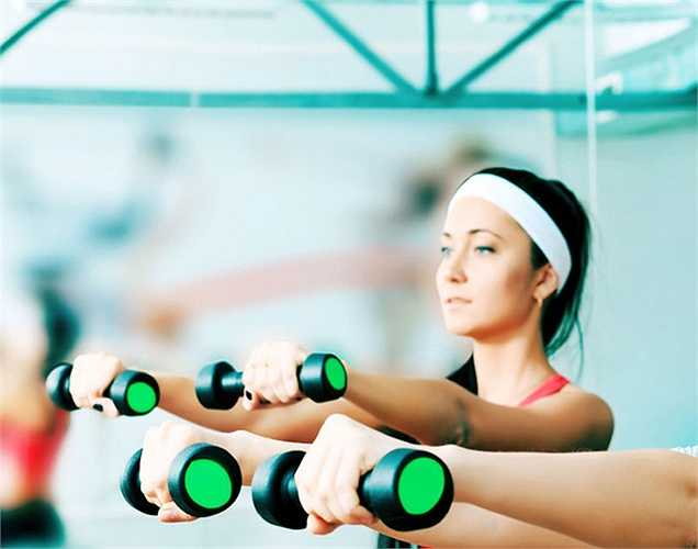 Tập thể dục: Thường thì cuộc sống ít vận động là một nhân tố gây nên chứng loãng xương. Vì vậy nên vận động thường xuyên.
