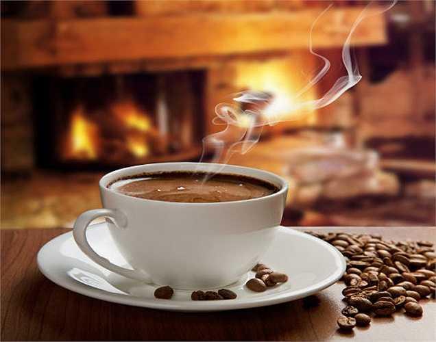 Không uống caffeine: Một số nghiên cứu chỉ ra  rằng caffeine cũng can thiệp tới quá trình tiếp nhận canxi của cơ thể.