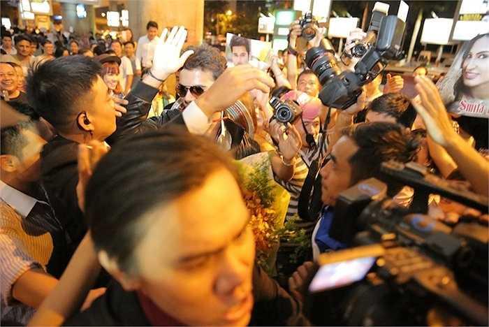Cả hai cho biết, họ có những bất ngờ dành cho fan của mình, tuy nhiên, tất cả phải đợi đến buổi họp fan ngày mai (29/7).