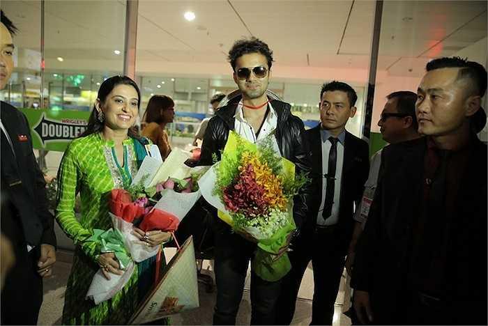 Lần đầu xuất hiện trước các khán giả và người hâm mộ Việt, Avinash Mukherjee đã ngay lập tức thu hút sự chú ý của tất cả mọi người có mặt tại cổng đến quốc tế - Sân bay Quốc tế Tân Sơn Nhất.